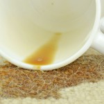 čím odstranit skvrnu od kávy z koberce
